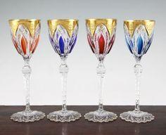 Set de 4 tacas em cristal lapidado a mao St Louis do sec.20th, 1,510 USD / 1,420 EUROS / 5,785 REAIS / 9,620 CHINESE YUAN soulcariocantiques.tictail.com