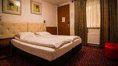 The hotel is located in the centre of Amsterdam. Within walking distance there is the Leidse square, Rembrandt square, dam square, museum square, coffee shops, the red light district and a royal choice of restaurants. We are located right in the centre of the shopping area of Amsterdam. http://www.amsterdamdowntownhotel.nl/en/