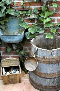 Wouldn't it be fun to have that old sink to use to wash up after a day in the garden?