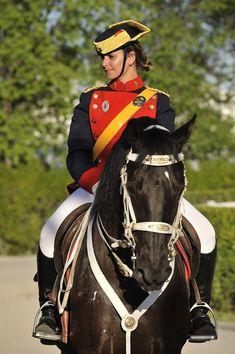 Idf Women, Riding Helmets, Horses, Female, Hats, Mood, Antique, Fashion, Army Girls
