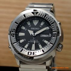 Here are some proper pictures of the new Seiko Prospex diver, This is definitely a nicer looking and wearable or based diver that Seiko made in recent years. I mean the Bab… Best Watches For Men, Cool Watches, Seiko Marinemaster, Seiko Monster, Watch Master, Camera Watch, Seiko Diver, 200m, Seiko Watches