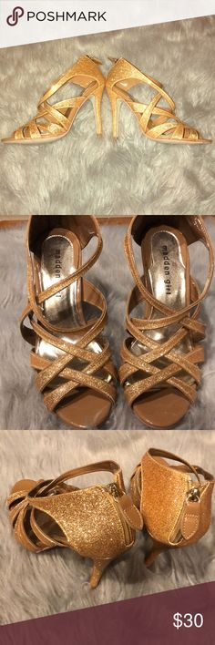 👠Gold Steve Madden Heels👠 Never Worn! My cousin bought these for Prom but didn't end up going...  True to size! These are absolutely STUNNING!❤️😍💎 Steve Madden Shoes Heels