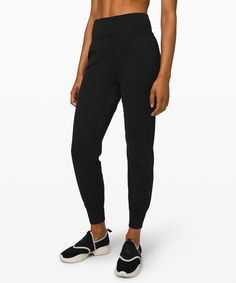 Shop the Align Jogger Women's Yoga Pants. These soft, high-rise joggers minimize distractions and maximize comfort as you flow through your yoga practice. Forever21, Capsule Wardrobe, Work Wardrobe, American Girl, Yoga Bewegungen, Yoga Posen, Travel Clothes Women, Red Bottoms, Cozy Outfits