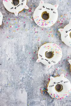 Make your morning equal amounts sweet and whimsical with this easy kitty cat doughnut tutorial!
