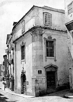 Lisboa de Antigamente: Ermida do Espírito Santo ou dos Remédios de Alfama... Timor Leste, The Neighbourhood, Past, Art Photography, Black And White, Street, Building, Places, Windows