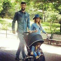 Shakira, Piqué and Milan in Washington visiting the Zoo...... I just want to be Shakira! Is that too much to ask for? lol