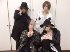 DIAURA. Kei (the guy sitting on the left) is being rather suggestive