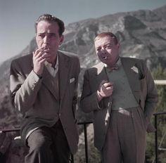 """Robert Capa, Humphrey Bogart et Peter Lorre sur le plateau de """"Plus fort que le diable"""", Ravello, Italie, avril 1953, International Center of Photography, New York"""