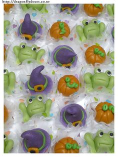 Witchery Marzipan Treats for Halloween / Doces Modelados Bruxaria by Dragonfly Doces, via Flickr