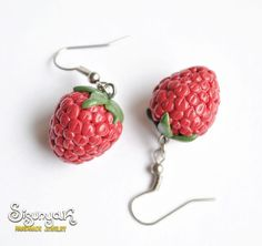 Juicy Raspberry earrings made of polymer clay. The raspberries are only 18 mm (0.70 inches) long, very light.    Matching necklace:
