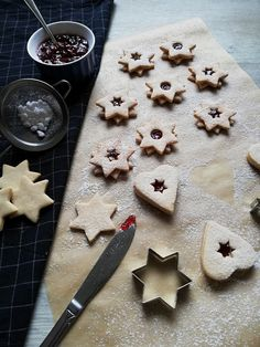 Christmas Sweets, Raw Vegan, Gingerbread Cookies, Paleo, Gluten Free, Desserts, Food, Diet, Christmas Class Treats