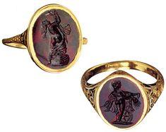 Anelli da ornamento di epoca romana in oro e corniola intagliata. (Musei Capitolini, Roma)