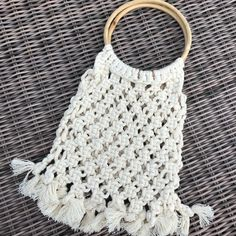 Cute and perfect for night party. Handmade in macramé, with beige cord and bamboo handle diameter) / Dimension: x x Macrame Bag, Handmade Items, Handmade Gifts, Crochet Top, Beige, Trending Outfits, Unique Jewelry, Diy, Women