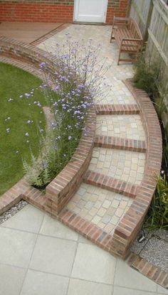 Combined curved steps and retaining wall