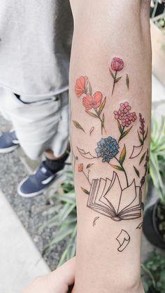 Wild Flower Tattoos On Hand . Wild Flower Tattoos On Hand . 17 Unique Arm Tattoo Designs for Girls Mini Tattoos, Body Art Tattoos, Small Tattoos, Tatoos, Beautiful Flower Tattoos, Pretty Tattoos, Piercing Tattoo, Flower Tattoo Hand, Tattoo Designs