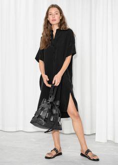 f7aa5eb9df1 Model front image of Stories oversized shirt dress in black Платья Миди