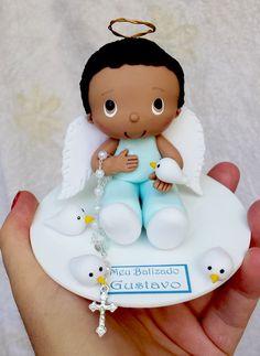 Topo de bolo Batizado menino moreninho.