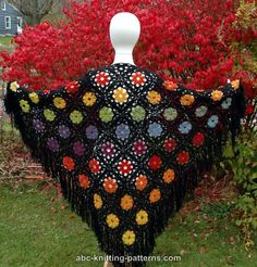 Flowers Motif Shawl Free Crochet Pattern Hi everyone. I have a unique and floral shawl for you. It's a simple shawl to make. it's a free pattern. All Free Crochet, Crochet Yarn, Crochet Flowers, Crochet Stitches, Granny Square Pattern Free, Crochet Squares, Crochet Triangle, Shawl Patterns, Crochet Patterns