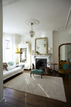 Lambeth - traditional + more modern options in same house; some nice props