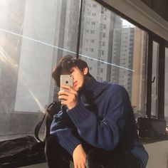 Find images and videos about boy, guy and ulzzang on We Heart It - the app to get lost in what you love. Cute Asian Guys, Cute Korean, Korean Men, Asian Boys, Asian Men, Korean Photo, Korean Boys Ulzzang, Ulzzang Boy, Korean Girl