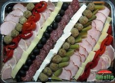 Aperitive reci - idei de platouri aperitive Romanian Food, Food Design, Hot Dog Buns, Food Art, Zucchini, Sushi, Appetizers, Yummy Food, Snacks
