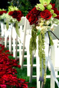 wedding florist pew | Hot Pink Brides | Modern Unique Glamorous Brides Guide · Vendor ...