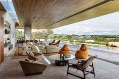 The MS House by Studio Arthur Casas in Fazenda Boa Vista, Brazil is a single-story contemporary residence with a dual facade. Studio Arthur Casas, Outdoor Furniture Sets, Outdoor Decor, Suites, Mid Century House, Home Studio, Contemporary Architecture, Ground Floor, Home Projects