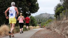 Parkrun entrants get great views on the way around the Blue Lake in South Australia. (image: ABC/Kate Hill)