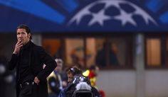 Diego Simeone concentrado durante el encuentro