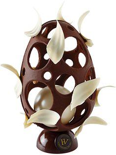 Oeuf Perle - Hugo & Victor : chocolat noir de Tanzanie et du Venezuela, perle et écume en chocolat blanc. 21 cm - 59 €