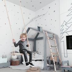 Seriously cute kids room by @jujuzozokids #kidsroominspo #kidsroomideas #boysroom #unisexkids #housebed #kidsbed