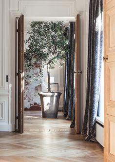 est-living-lille-apartment-hallway-isabelle-stanislas-architect-pot