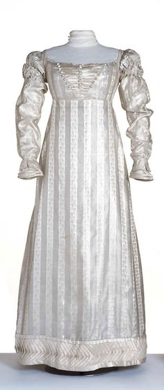 Evening dress, 1822-23, Centraal Museum    Hmm, my stripes are about this width *ponder*