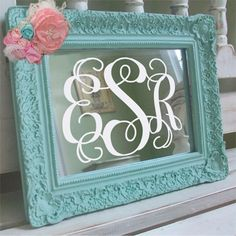 DIY Monogram Mirror: apply a vinyl monogram to any cheap mirror (you can always spray/paint the mirror frame to match your decor). Do It Yourself Design, Do It Yourself Fashion, Do It Yourself Home, Vinyl Monogram, Framed Monogram, Painted Monogram, Burlap Monogram, Monogram Gifts, Cute Crafts