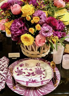 Alex Papachristidis Trunk Show at Moda Operandi – Quintessence – Tableware Design 2020 Grown Up Parties, Table Setting Inspiration, Tabletop Accessories, Beautiful Table Settings, Painted Plates, Floral Centerpieces, Centrepieces, Table Flowers, Deco Table
