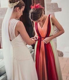 """544 Me gusta, 49 comentarios - Miriam Galvez (@miriamgalvezcostura) en Instagram: """"Dando color a la vida. Inés apostó por un vestido en gasa para la boda de su hermana. #miriamgalvez…"""""""