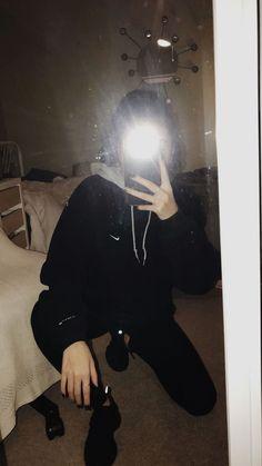 Recently shared poses para fotos sozinha no espelho ideas & poses Profile Pictures Instagram, Instagram Pose, Tumblr Photography, Girl Photography Poses, Cute Girl Photo, Girl Photo Poses, Cool Girl Pictures, Girl Photos, Rauch Fotografie