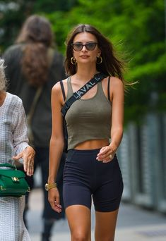 NEW MODEL LOOK Street style outfit ootd fashion style models style beautiful girls Sporty Outfits, Mode Outfits, Summer Outfits, Fashion Outfits, Athleisure Outfits, Fashion Tips, Emily Ratajkowski Style, Emily Ratajkowski Fitness, Latest Fashion For Women