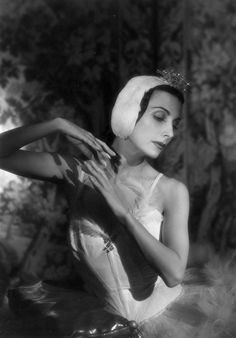Tamara Toumanova in Swan Lake, 1948. Baron / Getty Images - Found via Buzzfeed