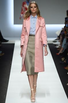This look by Ermanno Scervino for his Spring Summer 2016 RTW line is a RugNews.com favorite for its pairing of a Serenity and Rose Quartz.