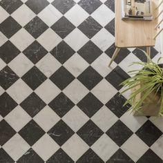 Black And White Bathroom Floor, Black Wall Tiles, Black And White Flooring, White Marble Bathrooms, Black And White Marble, Marble Floor Kitchen, Kitchen Tile, Tile Entryway, White Square Tiles