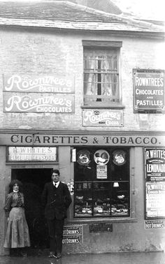 Tobacconist shop exterior at Richmond on Thames - Surrey 1908 Vintage London, Old London, Vintage Shops, Richmond Upon Thames, Richmond Surrey, Candid Photography, Street Photography, Old Gas Stations, Old Street