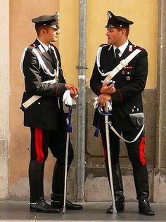 今もイタリアに存在している「カラビニエリ」がカッコよすぎる♡ そんな彼らの画像をまとめました♪