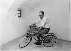 :: Vitro Nasu - Art, Humor, and Culture. Thomas Bernhard, Literature, Bicycle, Writers, Animals, Image, People, Punk, Reading