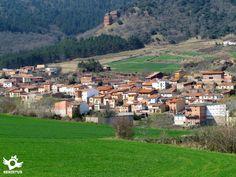 San Millán de La Cogolla se asienta a los pies de la Sierra de La Demanda.
