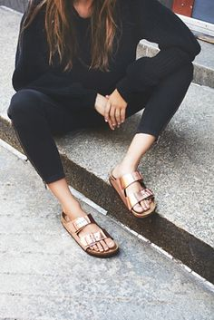 Birkenstock Arizona Metallic at Free People Clothing Boutique 20 Affordable Street Style Shoes and Outfits To Rock This Summer – Birkenstock Arizona Metallic at Free People Clothing Boutique Source Fashion Mode, Look Fashion, Fashion Outfits, Womens Fashion, Fashion Trends, Fashion Details, Trendy Fashion, Birkenstock Outfit, Birkenstock Arizona