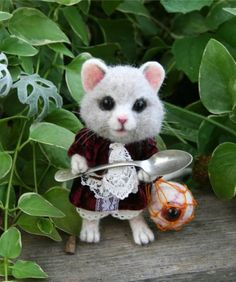 The Tiny Dormouse strikes again, measuring in at 5 Tall , 100 percent needle felted from Alpaca fiber. Adorned in red velvet & antique white lace, sporting her vintage 4 silver tone tiny spoon as her weapon of choice,with the eye of the bandersnatch at her belt which is a realistic eye & needle felted ball in a waxed linen net. Her fur of long hand scissor sculpt Alpaca fiber adds to his whimsical appearance. Ears just slightly tilt to the rear. Real horse hair white whiskers. Her eyes are…