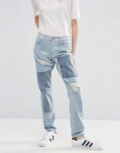 ASOS – Brady – Boyfriend-Jeans mit niedrigem Bund und Aufnähern in verwaschenem Hellblau