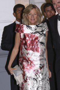 Chantal Hochuli Estilo Real, Queen Silvia, Royal Fashion, Evening Gowns, Royals, Gold Studs, Princesses, Weddings, Party