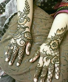 Check beautiful & easy mehndi designs 2020 ideas for mehandi ceremony. Save these latest bridal mehandi designs photos to try on your hands in this wedding season. Henna Hand Designs, Mehndi Designs Finger, Modern Henna Designs, Latest Bridal Mehndi Designs, Arabic Henna Designs, Full Hand Mehndi Designs, Mehndi Designs For Beginners, Mehndi Designs For Girls, Mehndi Designs For Fingers